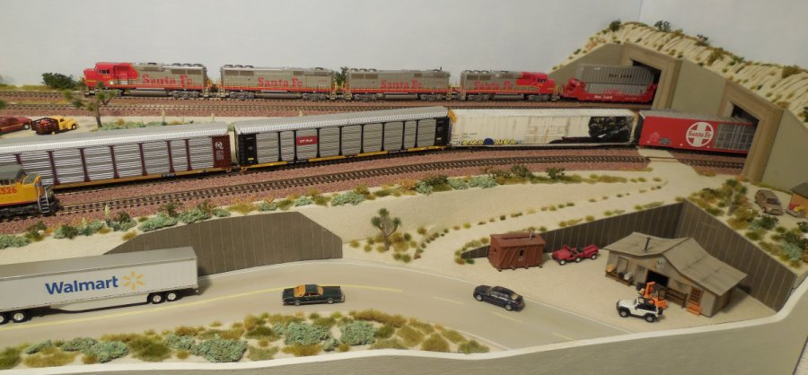 American RR - Desert Layout in HO Scale